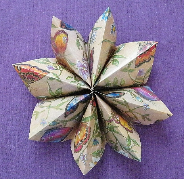 8 pointed paper star