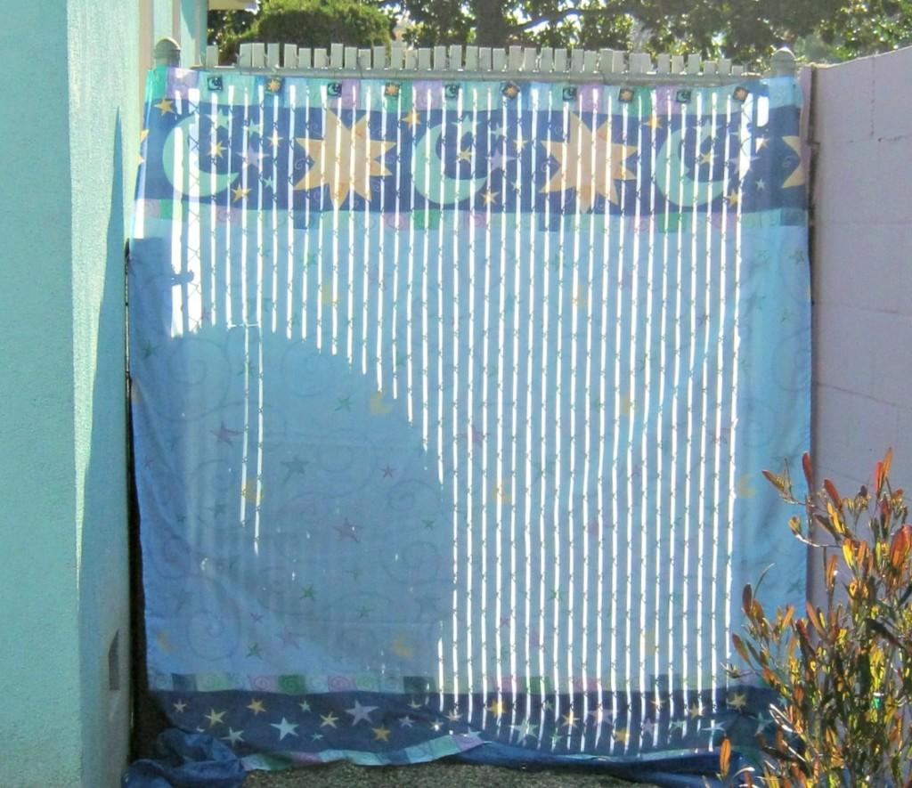 Quick outdoor fabric privacy screen lynda makara for Garden screening fabric