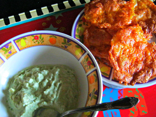 Avocado dip and cheese chips
